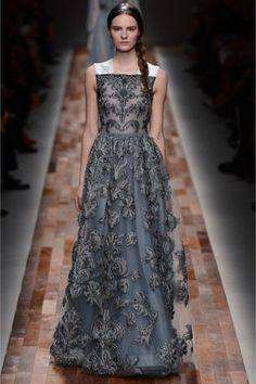 Valentino - Amazin long embroidered grey dress
