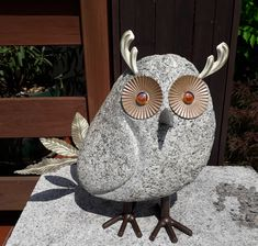 Owl sculpture handmade out of granite, basalt (beak), glass (eyes) and steel. Dimensions: height 40 cm, length 20 cm, width 40 cm, weight 11,6 kg.