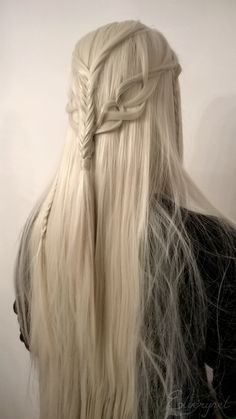 elfself: ☙In a great hall with pillars hewn out of the living stone sat the Elvenking on a chair of carven wood. On his head was a crown of berries and red leaves.❧ One of the elven hairstyles I created for HobbitConYoung Thranduil: fuckablenerdstuff