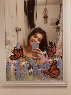 aesthetic art Use acrylic paint and do something artsy to ur mirror! my art page on insta thavydoesart Mirror Painting, Mirror Art, Painting & Drawing, Mirror Ideas, Spray Painting, Diy Mirror, Watercolor Painting, Art Hoe Aesthetic, Aesthetic Painting