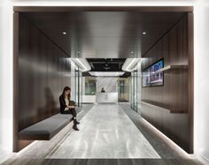 HED has realized the luxurious design of the Northern Trust Asset Management offices, located in Chicago, Illinois. Northern Trust asked HED to design a Cove Lighting, Office Lobby, Office Lounge, Lobby Design, Waiting Area, Asset Management, Lounge Furniture, Commercial Interiors, Corporate Design