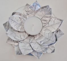 alles-vanellis: DIY do it yourself Tin Foil Art, Cd Diy, Candle Cups, Aluminum Cans, Diy Weihnachten, Recycled Art, Candle Making, Diy Flowers, Tea Lights