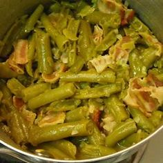 Easy Homestyle Green Beans Allrecipes.com Ingredients 3 slices bacon, cut into 1 inch pieces 1/4 cup chopped onion 1 (15 ounce) can green beans, with liquid 1 cube chicken bouillon DIRECTIONS INSIDE ~~