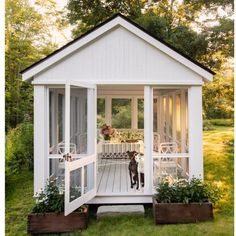 Revisiting the Connecticut Cottage of Michael DePerno and Andrew Fry Cottage Living, Cottage Homes, Outdoor Rooms, Outdoor Living, Beach House Deck, Backyard Cottage, Summer Porch, Room With Plants, She Sheds