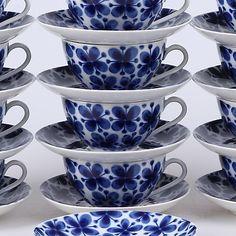 "TESERVIS, 24 delar, ""Mon amie"", Marianne Westman, Rörstrand. Keramik & Porzellan - Europäisch – Auctionet Porcelain Ceramics, Ceramic Pottery, Live Long, Tea Set, Home Deco, Vintage Designs, Tea Time, Tea Cups, Blue And White"