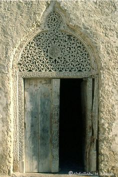 Intricate Door, Shangani district, Mogadishu. The inscription reads: يافتاح (Ya Fattah). The text is mirrored. Al-Fattah is one of the attributes of God and it means: He who opens all doors and eliminates obstacles. The first sura of the Quran is titled al-Fatiha, that is The Opening.Its all in the details. Via nomadamsterdam Tumblr blog