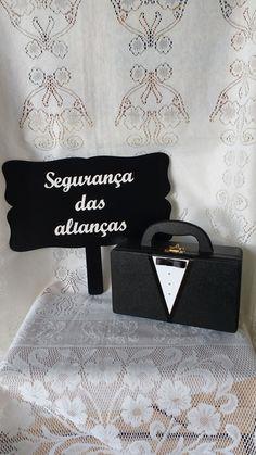 Placa e Maleta Segurança das Alianças  https://www.elo7.com.br/placa-e-maleta-seguranca-das-aliancas/dp/91BCA5