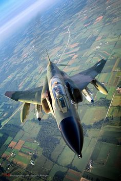 What Couldn't the Phantom Do? Those two engines made all the difference, and the Wild Weasel was the final incarnation of this great aircraft. Jet Fighter Pilot, Air Fighter, Fighter Jets, Aviation Image, Aviation Art, Military Jets, Military Aircraft, F4 Phantom, Armada