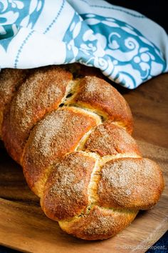 """Cinnamon Challah Recipe Cinnamon Challah – Easy to make, and absolutely perfect for French toast, this cinnamon challah bread is on the """"make often"""" list at my house now! Fun Baking Recipes, Muffin Recipes, Bread Recipes, Cooking Recipes, Beignets, Scones, Muffins, Best Bread Recipe, Jewish Recipes"""