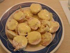 Rollito de pollo CurryPiña INGREDIENTES:1 bandeja de pechuga filetes finos, pechuga de pavo 0% picada 2 quesitos frescos 0%, sal y pimienta SALSA un yogur 0% de piña, sal, curcuma 1 cta y curry 3 cts Poner film.transparente en el banco, poner los filetes uno al lado del otro formando una base sazonar ligeramente  Poner encima el pavo  el queso cortado. enrollar cerrar bien Cocer al vapor 45 minutos. enfriar  y cortar Salsa emulsionar todo con las varillas calentar unos segundos al micro y…