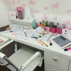 Image shared by Sasha. Find images and videos about pink, flowers and inspiration on We Heart It - the app to get lost in what you love. Study Room Decor, Study Rooms, Study Areas, Bedroom Decor, Study Desk, Study Space, Study Table Organization, Ideas Dormitorios, Study Corner