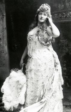 Lillian Russell. A plus size beauty in the late 1800s. She was around 200 lb at the peak of her career. She was considered The American Beauty.