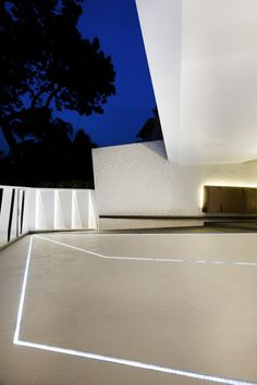 Wall House in Singapore by Formwerkz Architects