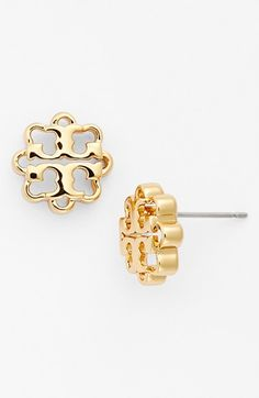 Women's Tory Burch Logo Flower Stud Earrings - Shiny Gold from Nordstrom. Saved to Jewelry Candyland. Jewelry Box, Jewelry Accessories, Fashion Accessories, Jewelry Ideas, Flower Logo, Flower Stud, Flower Shape, The Bling Ring, Diamond Are A Girls Best Friend
