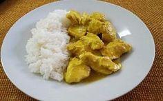 Sapori orientali: pollo al curry Il pollo al curry è un piatto unico dal sapore speziato servito con il riso jasmin.Una ricetta che richiama i sapori dell'India e di altri luoghi orientali. Facile e veloce da preparare la ricetta pr #ricette #cucina #food #spezie #pollo