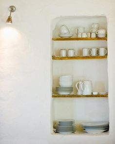 simple, basic crockery....a perfect and uncluttered life!