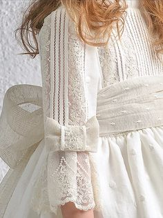 Vestidos de Comunión Girls Party Dress, Little Girl Dresses, Girls Dresses, Sleeves Designs For Dresses, First Communion Dresses, Baby Gown, Christening Gowns, Cute Outfits For Kids, Ideias Fashion