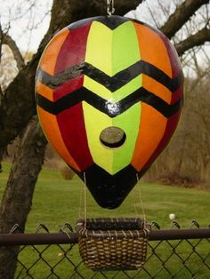Hot Air Balloon Gourd Birdhouse  - Creative !!! ----- So cool - you could put bird food in the basket.