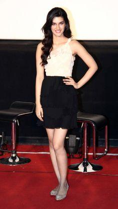 Kriti Sanon showed off her shapely legs and figure in this pretty dress at the trailer launch of 'Heropanti'. #Style #Bollywood #Fashion #Beauty
