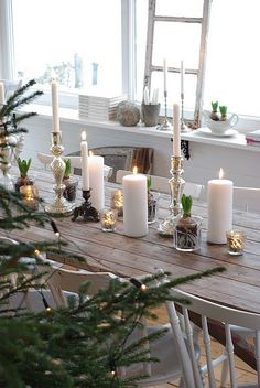 Rustic Christmas Tablescapes with white candles Noel Christmas, Scandinavian Christmas, Country Christmas, All Things Christmas, Winter Christmas, Simple Christmas, Elegant Christmas, Beautiful Christmas, Christmas Wedding