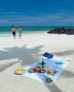 Private Beach Picnics on Turtle Island are not complete without a bottle of champagne and fresh grilled lobster...