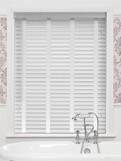 The PVC faux wood slats look just like real wood slats, right down to the grainy texture but with the added bonus of being completely waterproof making them absolutely perfect for adding a touch of elegant design to your kitchen or bathroom. Bay Window Blinds, Wooden Window Blinds, Blinds For Windows, Curtains With Blinds, Sash Windows, Roman Blinds, White Faux Wood Blinds, White Blinds, Bathroom Blinds
