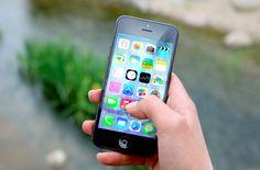 Las personas que usan smartphones se quejan cada vez más de tener el 'pulgar de swiper', una condición médica en la que el pulgar crece más de lo normal e incluso se deforma.