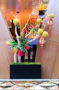 Chinese New Year flower arrangement at the Aria in Las Vegas. Chinese New Year Decorations, New Years Decorations, Chinese New Year Flower, Hotel Flowers, Flying With Kids, Modern Flower Arrangements, Luxury Restaurant, New Years Party, Tropical Flowers