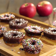 Can a doughnut a day keep the doctors away? With these Apple Doughnuts, just may… Can a doughnut a day keep the doctors away? With these Apple Doughnuts, just maybe. Easy Desserts, Delicious Desserts, Dessert Recipes, Yummy Food, Breakfast Recipes, Breakfast Kids, Breakfast Fruit, Birthday Breakfast, Cake Recipes
