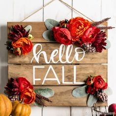 "Say ""hello fall!"" with an easy DIY pallet sign! (Diy Wreath Twig) - 2019 Home Ideas Fall Pallet Signs, Fall Wood Signs, Diy Wood Signs, Fall Crafts, Diy Crafts, Wood Crafts, Decor Crafts, Palette Diy, Home Decoracion"