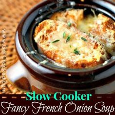 Crock Pot French Onion Soup Recipes That Crock! Crock Pot French Onion Soup 101 Cooking For Two. Home and Family Crock Pot Slow Cooker, Slow Cooker Recipes, Crockpot Recipes, Soup Recipes, Cooking Recipes, Cooking Tips, Onion Recipes, Snack Recipes, Healthy Recipes