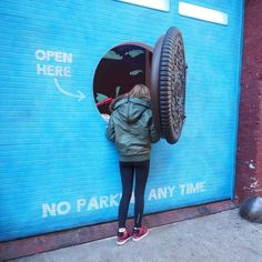 Oreo Wonder Vault that popped up in NYC... open the Oreo, pull the lever, get a Filled Cupcake Oreo before they hit store shelves! Weber Shandwick was the lead activation agency on this, in collaboration with Iontank, 360i, The Martin Agency and Carat.
