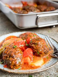 İzmir köfte (Turkish meatballs with potato and tomato sauce) - recipe / A kitchen in Istanbul Easy Tomato Sauce, Tomato Sauce Recipe, Sauce Recipes, Scottish Recipes, Turkish Recipes, Ethnic Recipes, Romanian Recipes, Fun Easy Recipes, Healthy Recipes