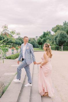 Verlobungsfotos beim Schloss Charlottenburg Berlin mit Hochzeitsfotograf Miriam Kaulbarsch Bridesmaid Dresses, Wedding Dresses, Park, Dress Wedding, Bridesmade Dresses, Bride Dresses, Bridal Gowns, Parks