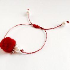 Handmade Jewelry Tutorials, Handmade Beads, Handmade Accessories, Handmade Bracelets, Diy Jewelry, Jewelery, Jewelry Making, Handmade Rakhi Designs, Red String Bracelet