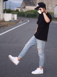 Outdoor Pose for Men on Street with Outfits 🖤 Trendy Mens Fashion, Korean Fashion Men, Stylish Mens Outfits, Casual Outfits, Men Casual, Fashion Outfits, Boy Fashion, Nike Fashion, Look Man