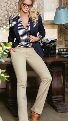 Business casual outfits for women, minimalistic business casual capsule. Office fashion, Womens office clothes and office fashion trends. Stylish Work Outfits, Business Casual Outfits, Professional Outfits, Business Attire, Work Casual, Classy Outfits, Casual Chic, Stylish Outfits, Office Outfits