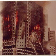 edificio Joelma - construido em 1971. Incendio em 1974, com 191 mortos e 300 feridos. Hoje com o nome de edificio Praça da Bandeira, considerado um dos pontos mal assombrados de São Paulo