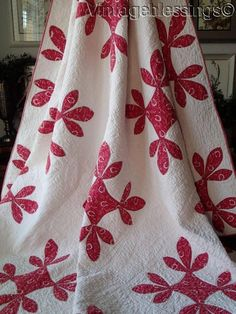 www.Vintageblessings.com Antique c1880 Turkey Red & White HoneyBee QUILT Horseshoe Conversation Print
