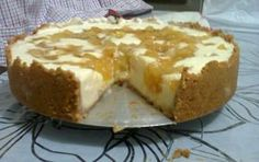 A Torta Cremosa de Abacaxi é uma delícia e não tem segredos. Faça para a sobremesa da sua família e deixe todos com água na boca! Veja Também: Torta Cremos