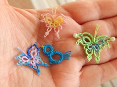 The little bird is from the Christmas tree pattern a couple posts back. the Secret Door Pattern I bought from imsooming I put a di. Tatting Earrings, Tatting Jewelry, Tatting Lace, Tatting Patterns, Lace Patterns, Canvas Patterns, Needle Tatting Tutorial, Tutorial Crochet, Paper Quilling Jewelry