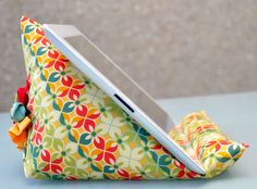 iPad stand tutorial | Sewn Up by TeresaDownUnder. I made a similar one and love it for the lap and kitchen island.