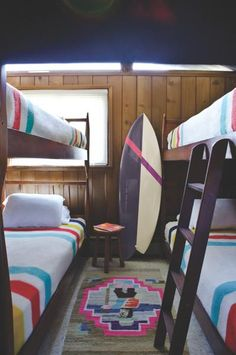 Chandelier Surf Shack: love the cool colour ways for the bunk room but with washed rough oak Surf Shack, Beach Shack, Home Interior, Interior And Exterior, Interior Design, Interior Decorating, Bunk Rooms, Bunk Beds, Ideas Hogar