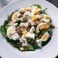 Dejlig og let aftensmad. Spinat, tomat, agurk, hytteost, æg og tun. Havde ikke overskuddet til at lave det store i dag, så det blev til denne lækre salat.