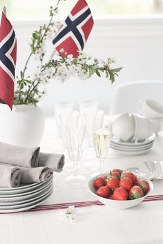 ideas for birthday brunch decorations decor dessert tables Norway National Day, Brunch Decor, Constitution Day, Norwegian Food, Danish Food, Birthday Brunch, Christmas Brunch, Brunch Wedding, Party Desserts