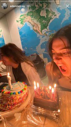 Singing Happy Birthday, 22nd Birthday, Friend Birthday, Cute Friend Pictures, Friend Photos, Bday Girl, Happy B Day, Cute Friends, Best Friend Goals