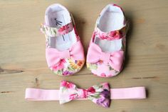 Light pink baby shoes and matching accessories pink flower