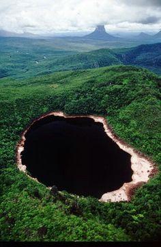 O Misterioso Lago Negro- Lago Negro na Serra de Autana, (Cerro de Autana) - Venezuela