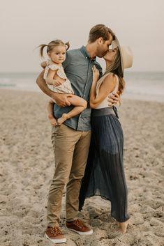 Family Beach Poses, Family Beach Portraits, Family Picture Poses, Beach Family Photos, Family Photo Sessions, Family Posing, Beach Family Photography, Toddler Beach Photos, Beach Pics
