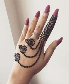 131 Simple Arabic Mehndi Designs That Will Blow Your Mind! 131 Simple Arabic Mehndi Designs That Will Blow Your Mind! Pretty Henna Designs, Henna Tattoo Designs Simple, Finger Henna Designs, Simple Arabic Mehndi Designs, Back Hand Mehndi Designs, Henna Art Designs, Mehndi Designs For Beginners, Bridal Henna Designs, Mehndi Designs For Girls